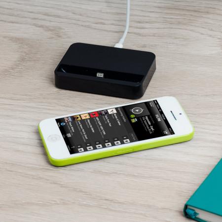 iphone 5s 5 ladestation in schwarz mobilefun sterreich. Black Bedroom Furniture Sets. Home Design Ideas